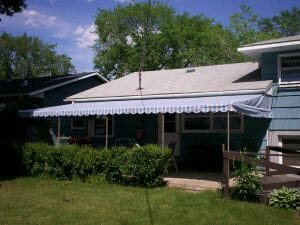 Canvas patio cover with loose and scalloped valance