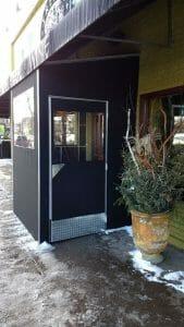 Seasonal vestibule entry in Twin Cities